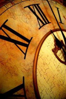 un orologio simbolizza che il tempo passa e la vita è breve