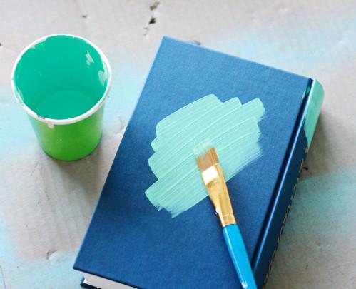 una copertina di libro dipinta